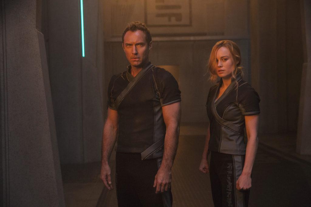 Jude Law - Líder da Starforce - e  Carol Danvers/Capitã Marvel (Brie Larson)