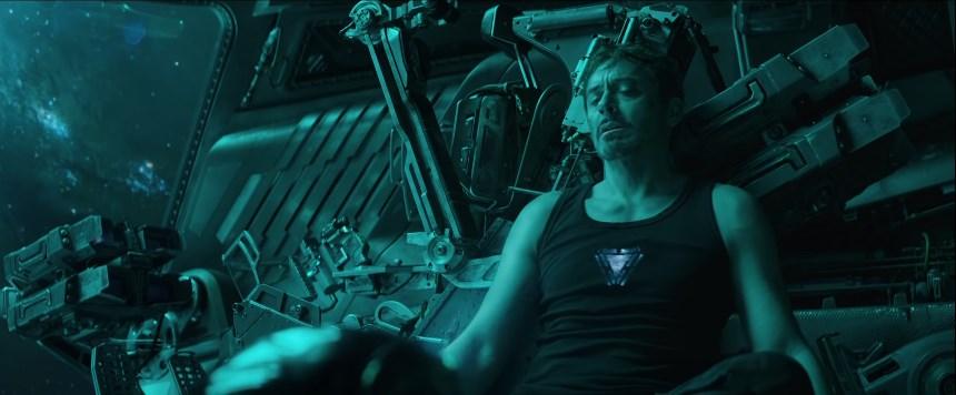 Fãs pedem para NASA resgatar Tony Stark a deriva no espaço