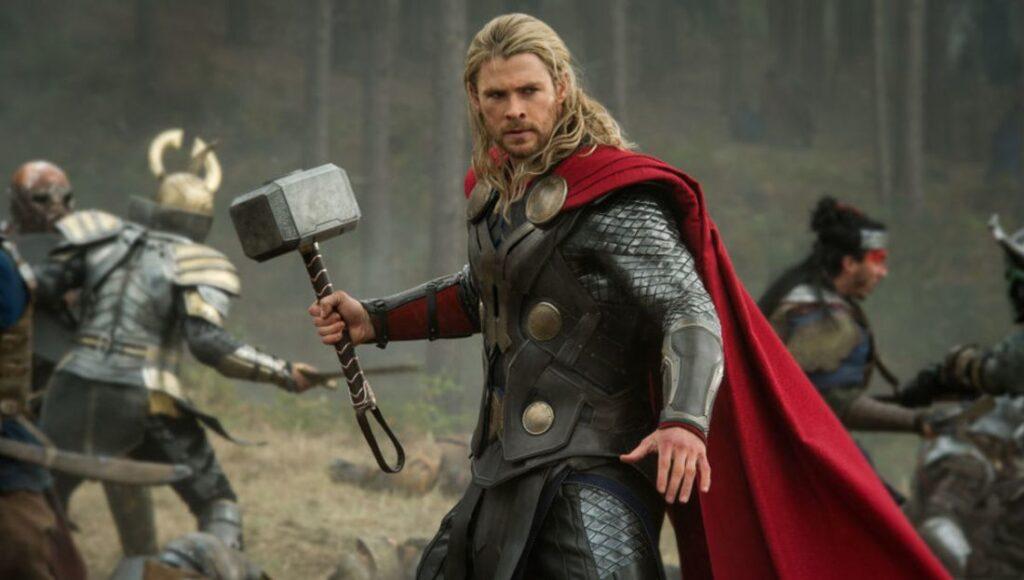 Chris Hemsworth apareceu em Star Trek de 2009 antes de se tornar Thor no Universo Cinematográfico da Marvel