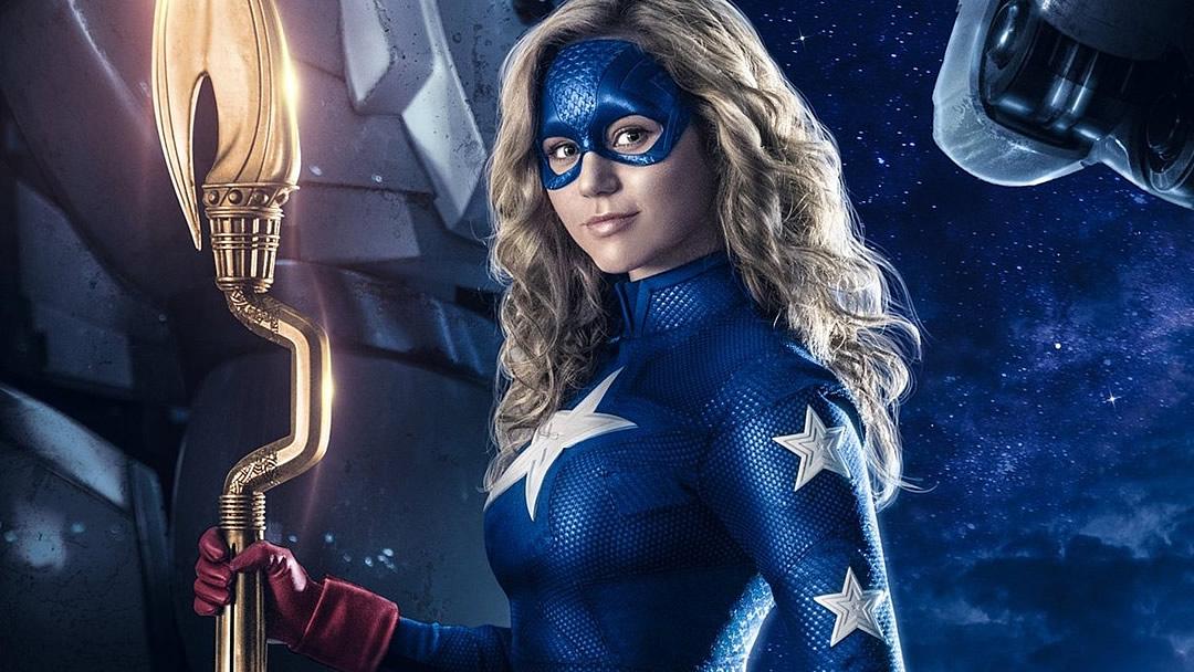 STARGIRL: Liberado o visual de Brec Bassinger como Stargirl na nova série da DC