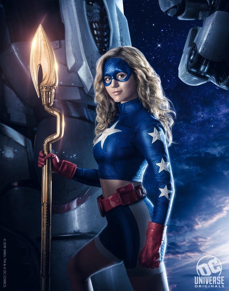 DC Universe revela o revela o traje de Courtney Whitmore (Brec Bassinger)