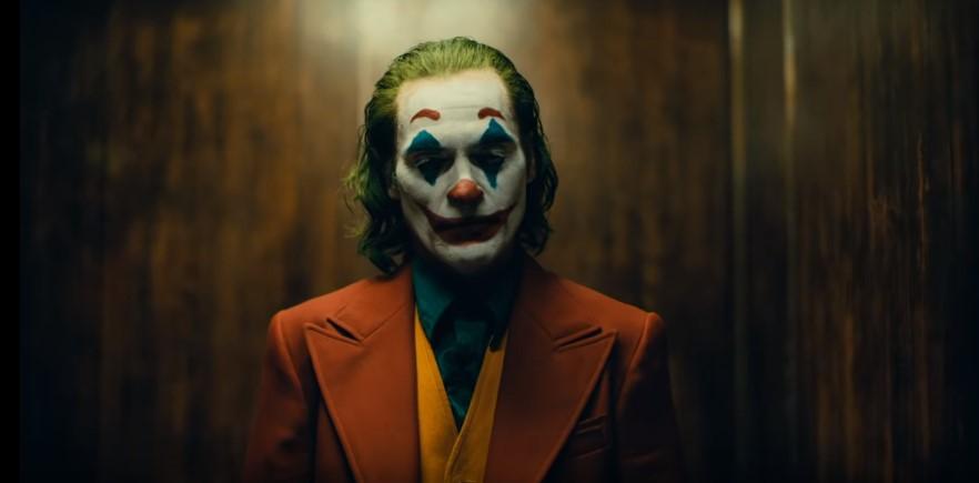 Joaquin Phoenix como o Palhaço Príncipe do Crime