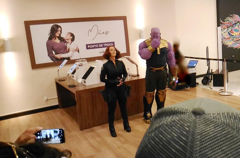 """""""Thanos"""", """"Tony Stark"""" e """"Viúva Negra"""" no Shopping Colinas em São José dos Campos"""