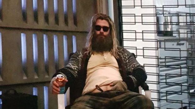 Thor Gordo com visual de O Grande Lebowski