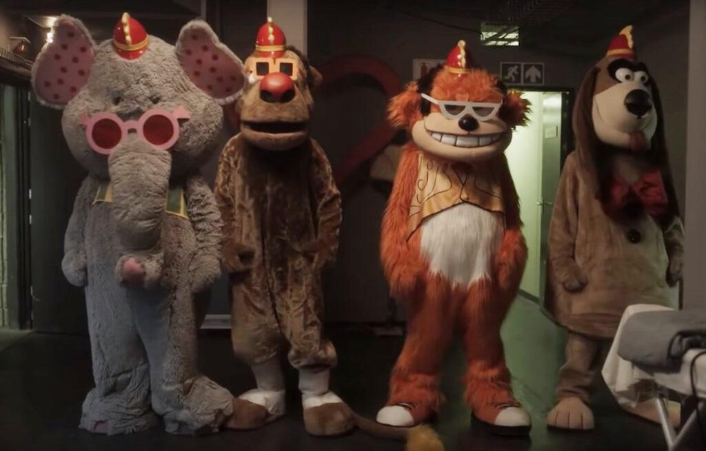 THE BANANA SPLITS - Terror trash com os personagens da infância