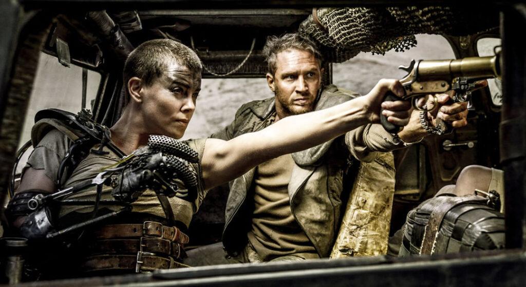 Mad Max Estrada da Fúria - Tom Hardy e Charlize Theron disseram que retornariam à franquia para reprisar seus papéis.