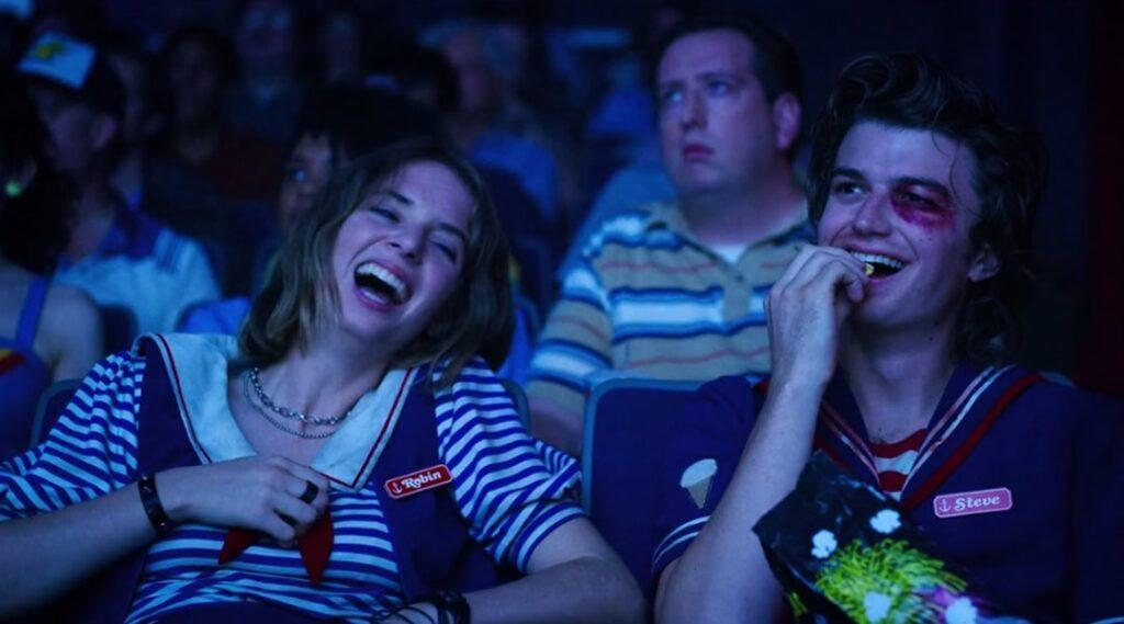 Stranger Things 3 - Steve e Robin no cinema