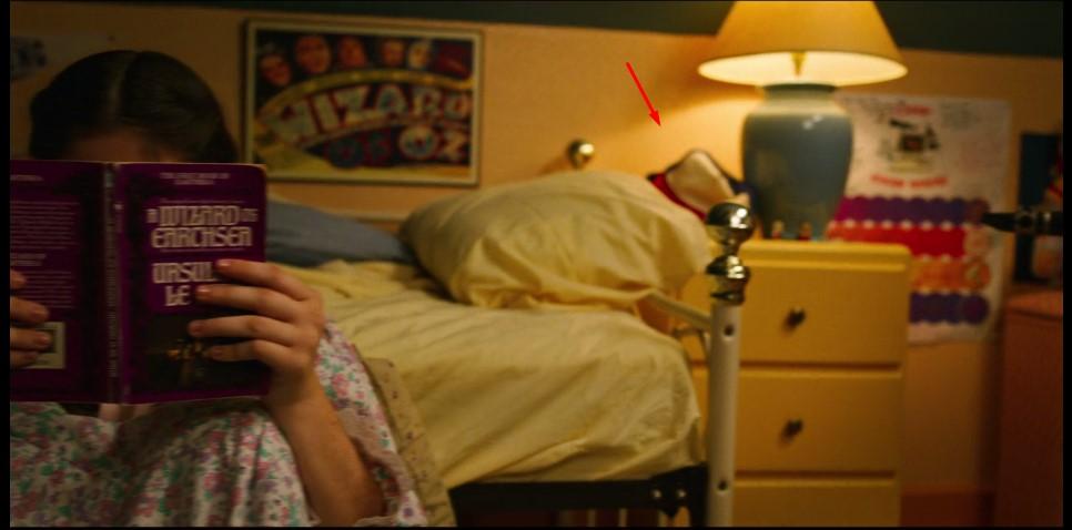 Easter egg de Suzie com o boné de Dustin em Stranger Things 3