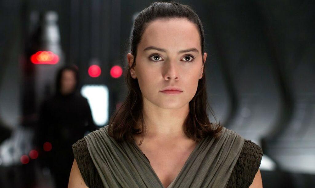 Star Wars IX - Rey poderia estar se passando por uma Sith