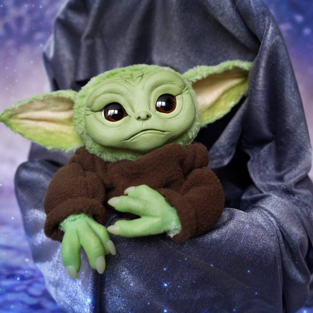 baby yoda pelucia the mandalorian 1 1024x1024 - Baby Yoda | Hasbro vai comercializar personagem de The Mandalorian