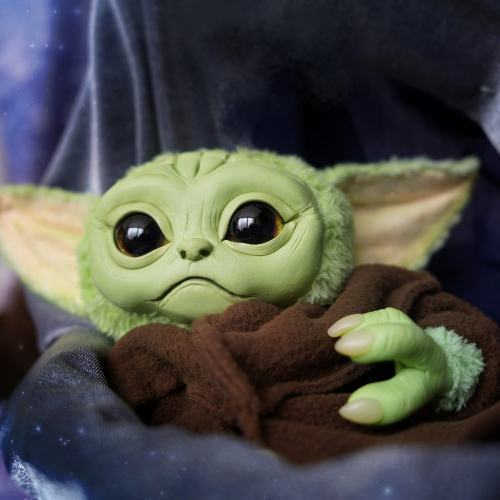 baby yoda pelucia the mandalorian 2 1024x1024 - Baby Yoda | Hasbro vai comercializar personagem de The Mandalorian