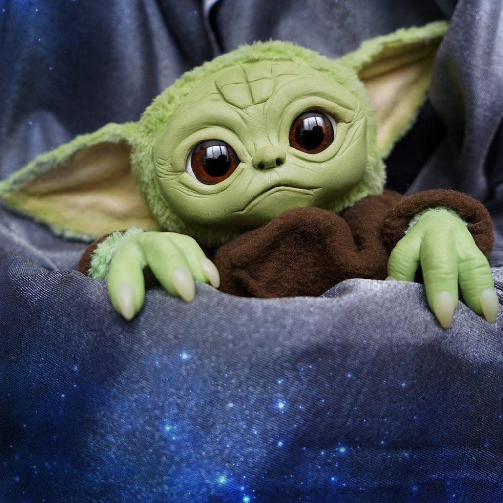 baby yoda pelucia the mandalorian 3 1024x1024 - Baby Yoda | Hasbro vai comercializar personagem de The Mandalorian