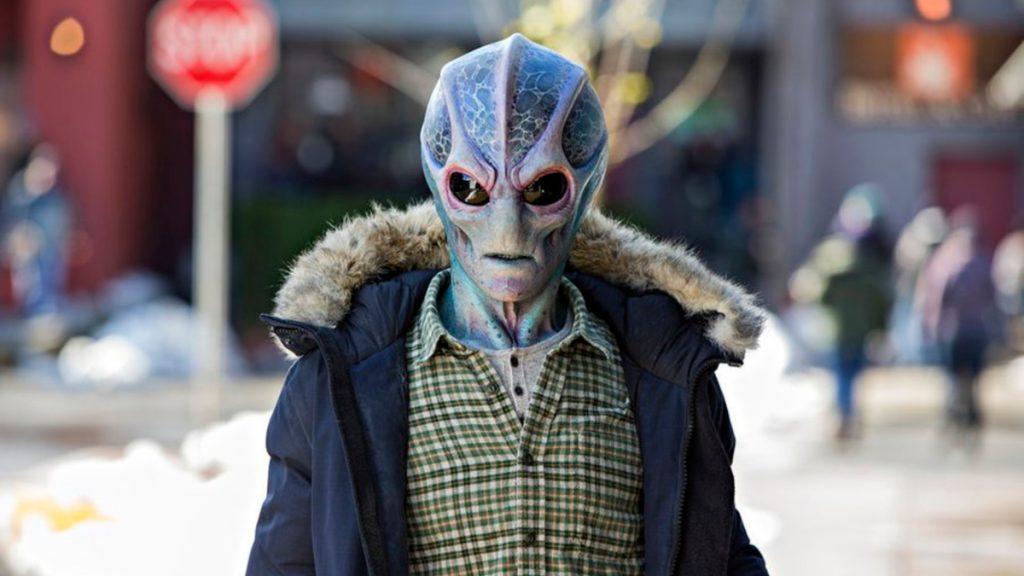 Resident Alien - Canal SyFy série com Alan Tudyk