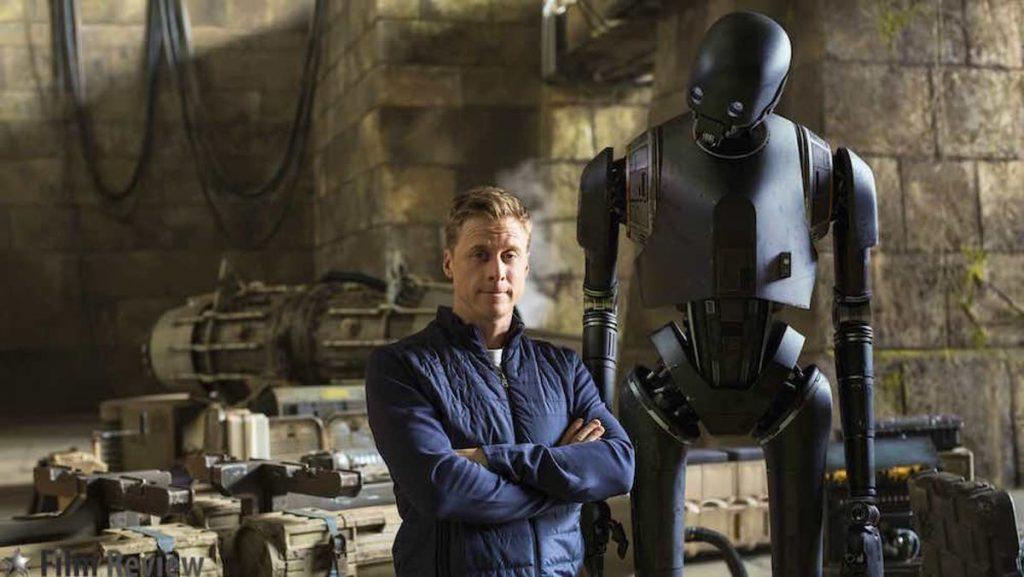 Alan Tudyk participou em Rogue One como o robô K-2S0.
