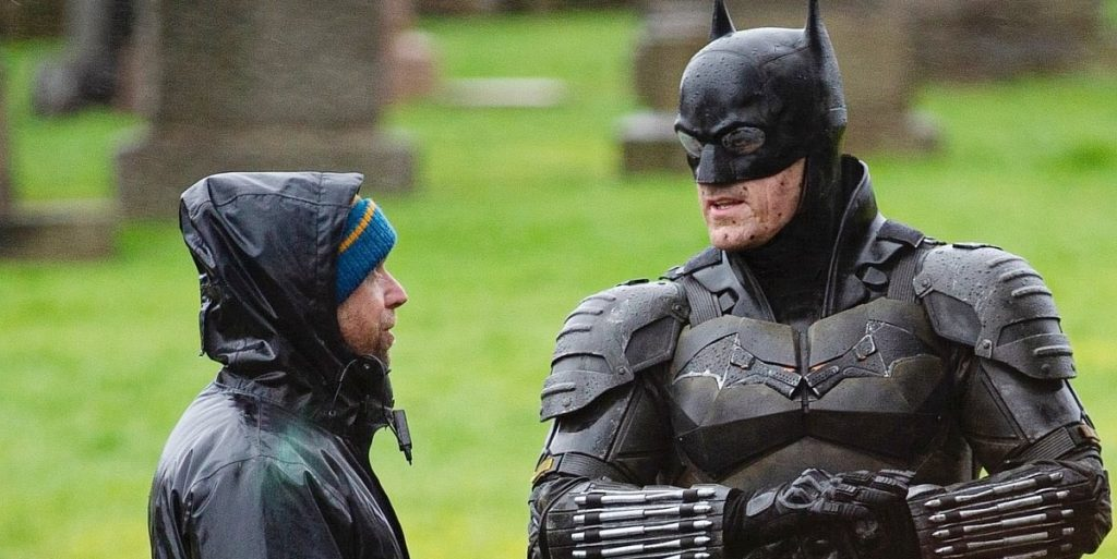 The Batman cenas de bastidores traje 3 1024x513 - The Batman   Imagens de bastidores mostram o traje completo do herói