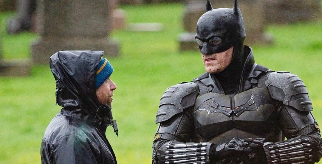 The Batman | Imagens de bastidores mostram o traje completo do herói