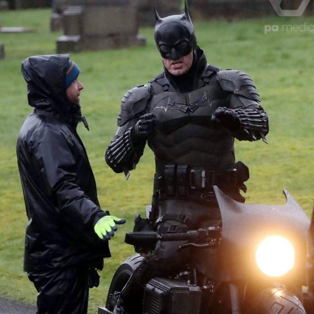 The Batman cenas de bastidores traje 5 1024x1024 - The Batman   Imagens de bastidores mostram o traje completo do herói