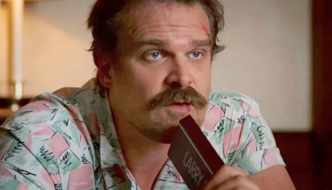 David Harbour, o xerife Jim Hopper de Stranger Things, divulga seu número de telefone para os fãs