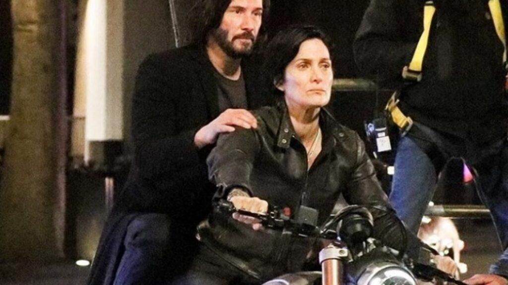 THE MATRIX 4 | Keanu Reeves e Carrie-Anne Moss cena de bastidores
