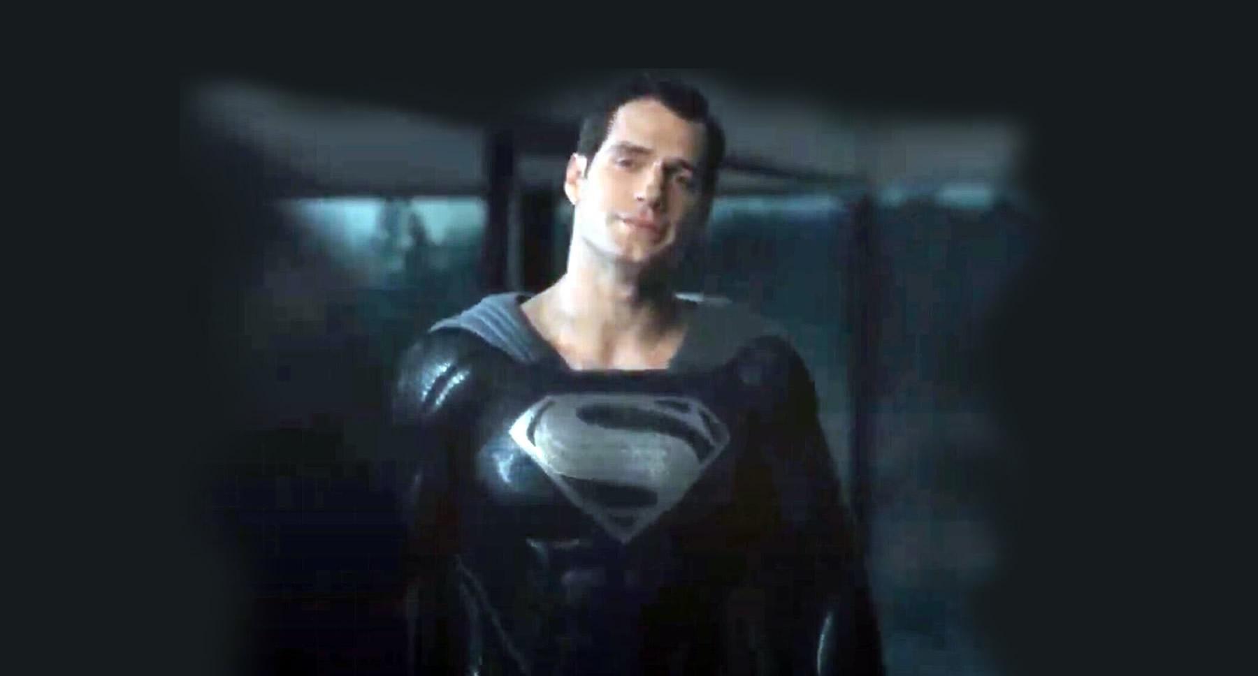 Zack Snyder mostra cena do Superman com uniforme preto em Liga da Justiça