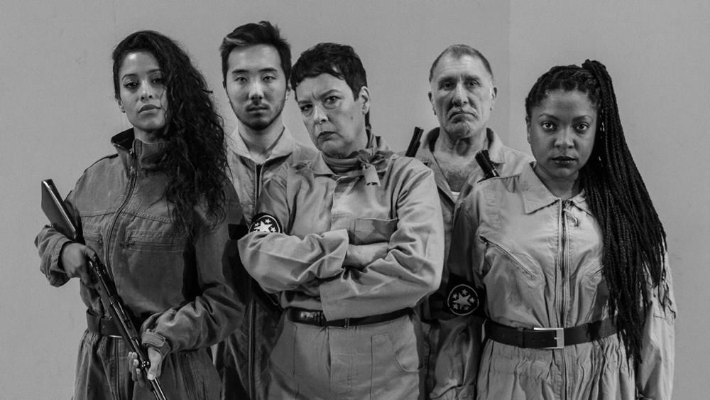 Esquadrão 51 - Elenco: Kaya Rodrigues, Marcelo Eguchi, Adriane Azevedo, João França e Paula Souza - crédito Giordano Toldo