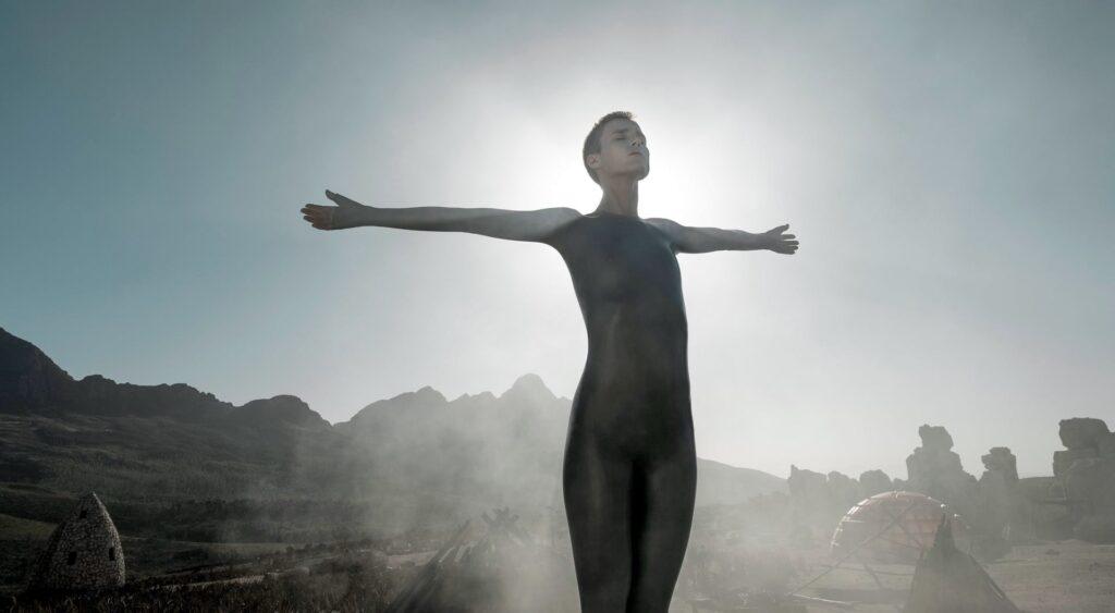 RAISED BY WOLVES | HBO Max divulga novo trailer da série de Ridley Scott