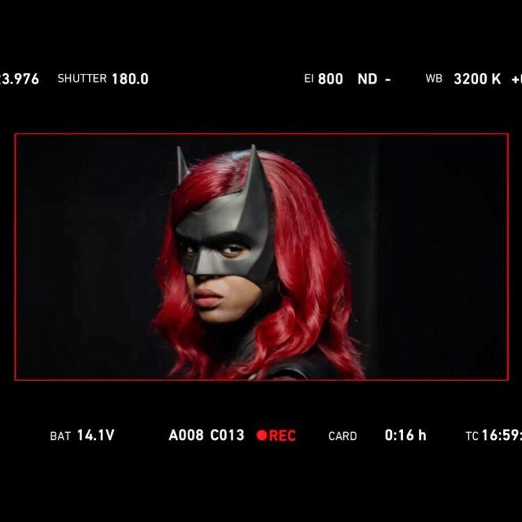 BATWOMAN | Javicia Leslie publicou uma foto revelando seu visual na série