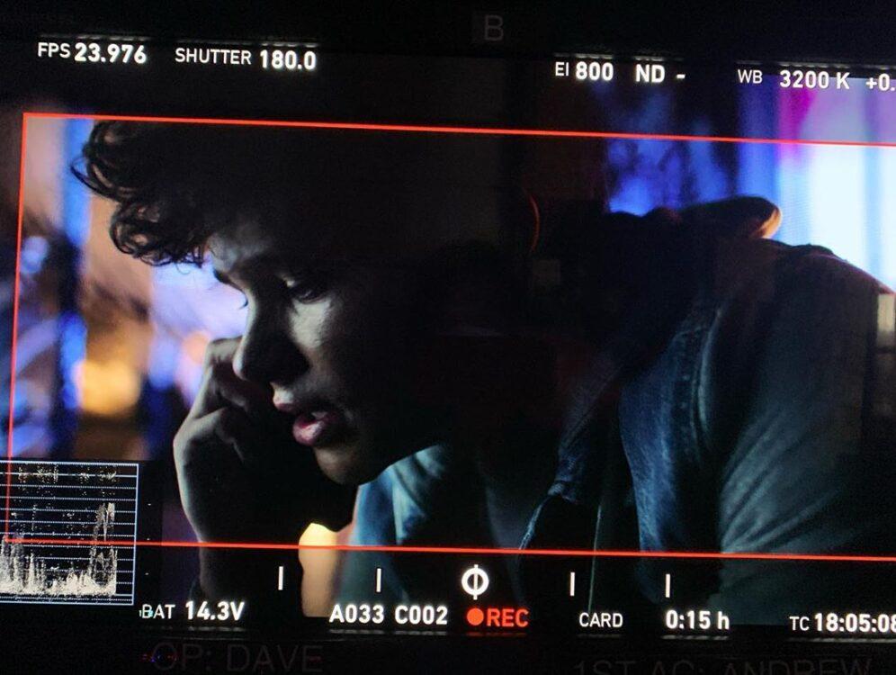 Revelada a primeira imagem do ator Curran Walters como Jason Todd na terceira temporada de Titans
