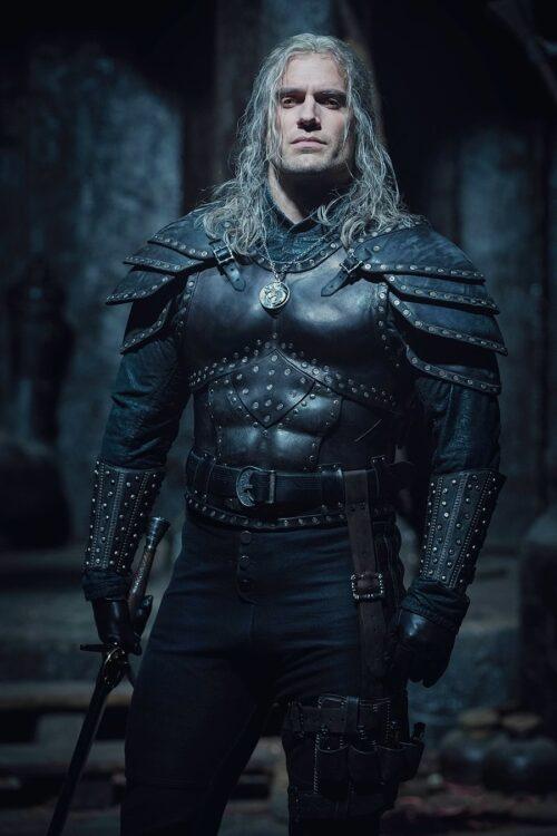 the witcher netflix divulga imagens da segunda temporada henry cavill bruxo 500x750 - The Witcher segunda temporada | Netflix divulga imagens de Henry Cavill como Geralt de Rívia