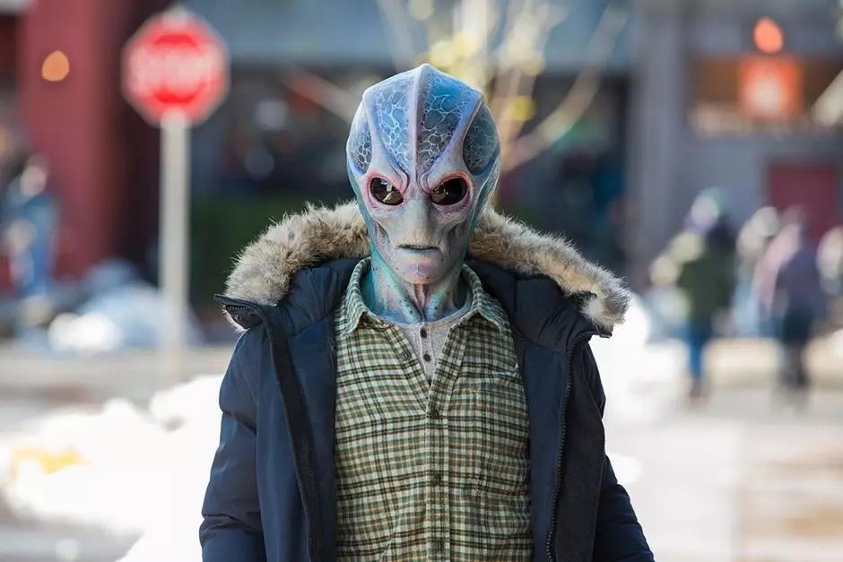 resident alien canal syfy libera 7 minutos da nova serie com alan tudyk j - Resident Alien: Canal Syfy libera 7 minutos da nova série com Alan Tudyk