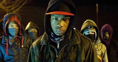 """John Boyega está desenvolvendo a sequência de """"Ataque ao Prédio"""" com o diretor Joe Cornish"""