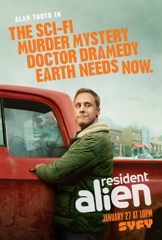 resident alien canal syfy renova serie para segunda temporada com alan tudyk poster - Resident Alien: Canal Syfy renova série com Alan Tudyk para segunda temporada