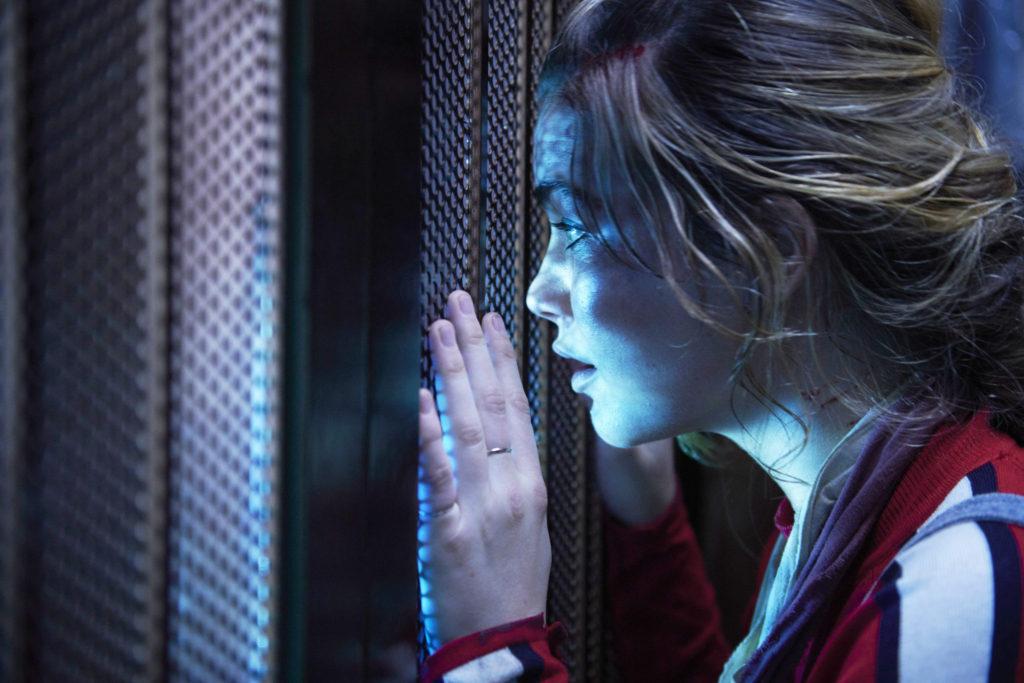 Ascendant | Terror de ficção científica onde uma mulher presa em elevador descobre poderes especiais