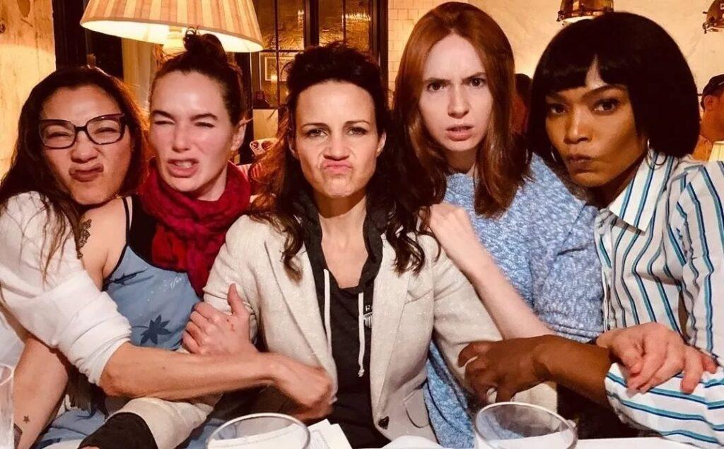 gunpowder milkshake netflix elenco img2 1024x635 - Gunpowder Milkshake | Netflix | Filme de ação com Karen Gillan e Lena Headey