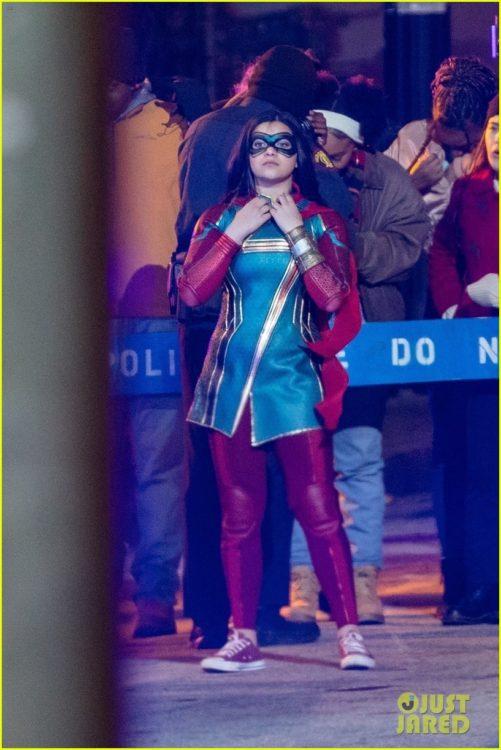 Ms. Marvel | Fotos de bastidores revelam visual de Iman Vellani com o traje da super-heroína