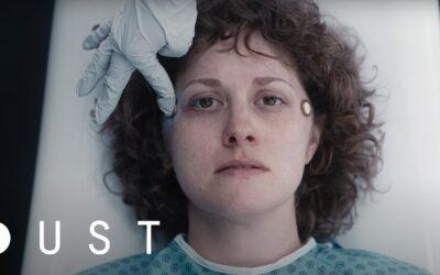 It's Okay | Curta de ficção científica no estilo Black Mirror, onde um casal revisita suas memórias do passado