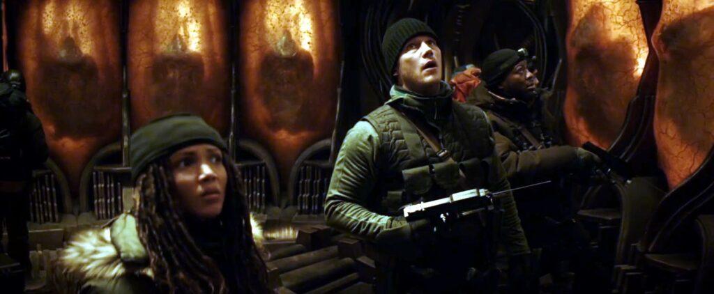 a guerra do amanha aliens garras brancas despertando 1024x422 - A Guerra do Amanhã - Análise e Teoria sobre o final da Ficção Científica com Chris Pratt na Amazon Prime Video
