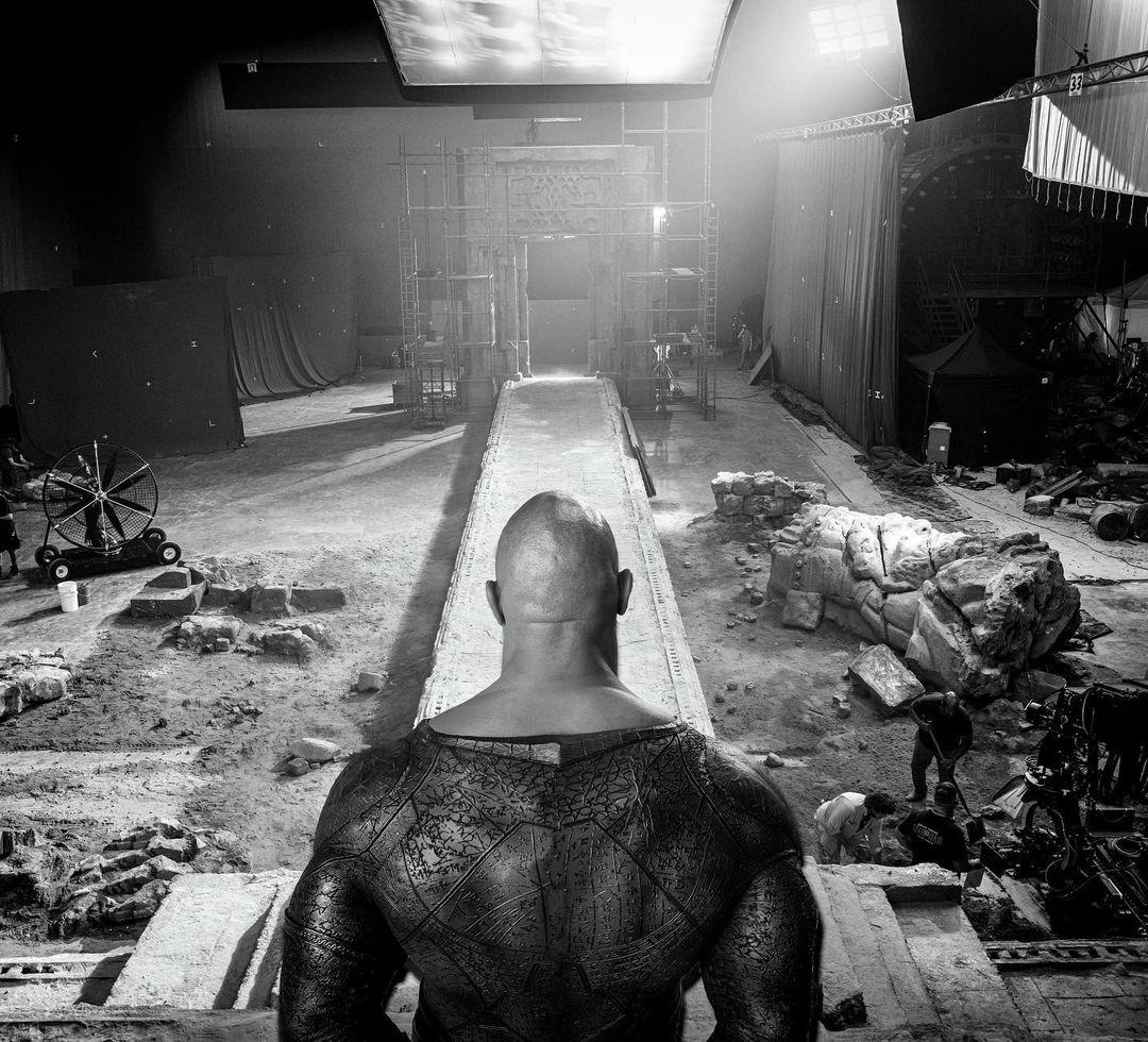 adao negro dwayne johnson the rock imagem de destruicao no set - Adão Negro | Dwayne Johnson compartilhou imagens de destruição no set do filme da DC