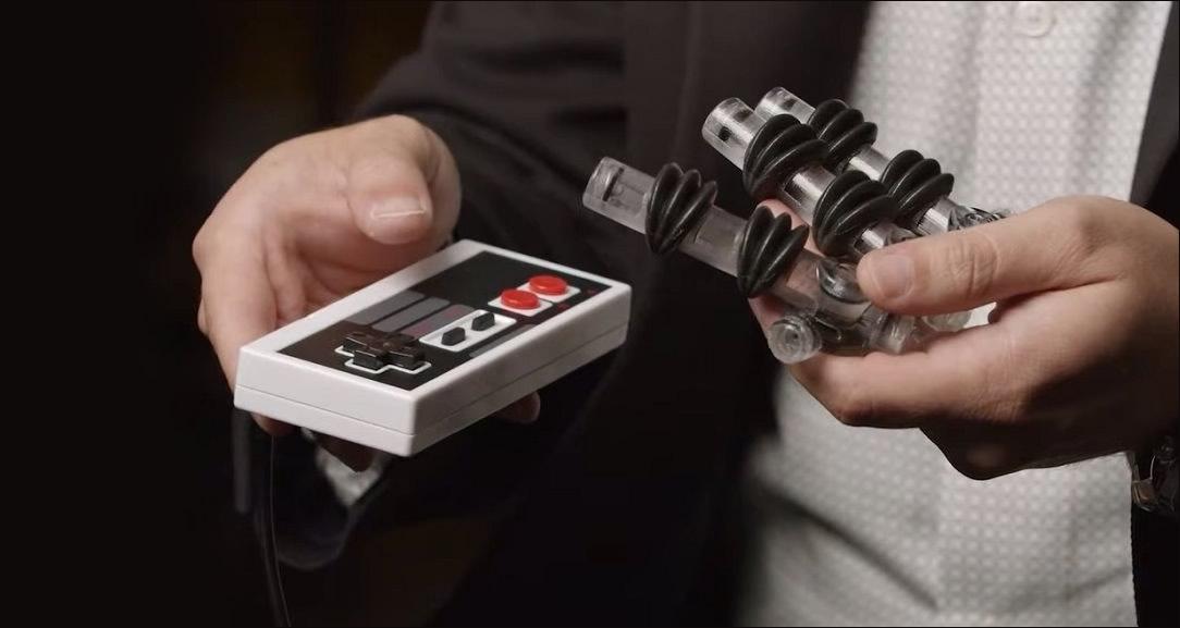 Desenvolvedores criaram mão robótica capaz de jogar Super Mario Bros da Nintendo